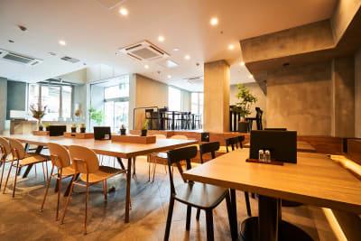 堺筋本町駅徒歩5分のスペース ホステルで作業・勉強にの室内の写真