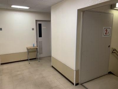 THビル2階Dルーム 多目的スペース(会議室、ダンス)の入口の写真