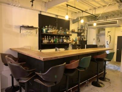 カウンター席8席 - TOKYO CIRCUS 5 レンタルキッチン、間貸しの室内の写真