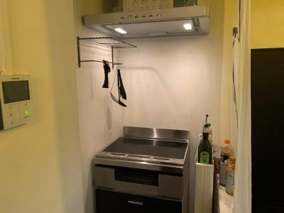 IHコンロ3口 - TOKYO CIRCUS 5 レンタルキッチン、間貸しの設備の写真