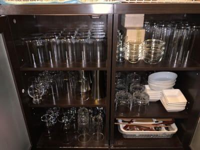 グラス棚 - TOKYO CIRCUS 5 レンタルキッチン、間貸しの設備の写真