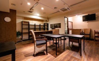V-SPACE新宿職安通店 フリースペースの室内の写真