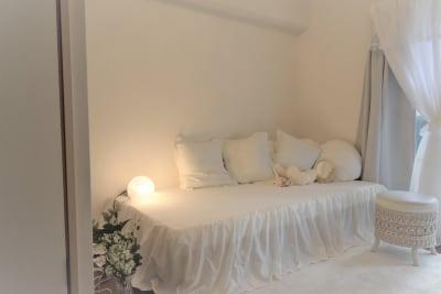 あなたの推しカラーは何色?純白のお部屋で何色にも対応できます。𓂃◌𓈒𓐍 - party coco NUMA部屋の室内の写真
