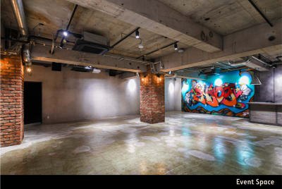 地下1階:ブルックリンをイメージしたレンガつくりのスペース - A YOTSUYA 平日限定:地下1階多目的スペースの室内の写真