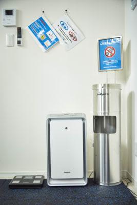 3密がなく随時スタッフによる抗菌、除菌の管理を行っております。 - セルフィット武蔵小山店 レンタルジム、パーソナルジムの室内の写真