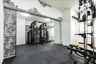 スタジオ内鏡 - SKYレンタルジム新大阪 レンタルプライベートジム新大阪の室内の写真