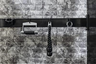 マルチラック 備品類 - SKYレンタルジム新大阪 レンタルプライベートジム新大阪の設備の写真