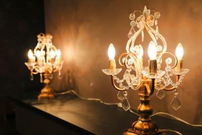 キャンドルの間接照明もいい感じ✨ - ココスタジオ グレースタジオの室内の写真