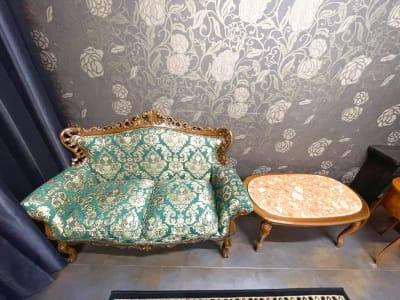 無料レンタル品の豪華なソファー - ココスタジオ グレースタジオの室内の写真