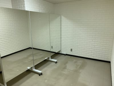 THビル2階Cルーム 多目的スペース(会議、ダンス等)の室内の写真