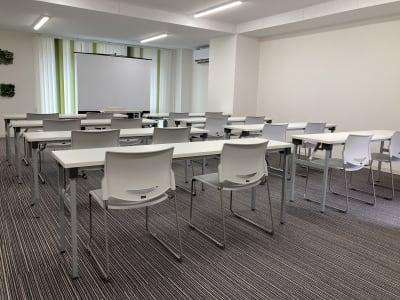 スクリーン・プロジェクタ付き - シェアオフィスURL花京院 4F会議室の室内の写真