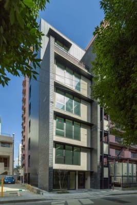 新築オフィスビル(ALLELL花京院)4F - シェアオフィスURL花京院 4F会議室の外観の写真