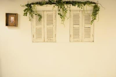 【ANTHEM】イベント・撮影 撮影・配信に アクリル板有の室内の写真