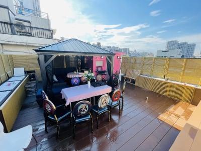 紅花会館レンタルスペース 屋上スペースBBQ可能の室内の写真