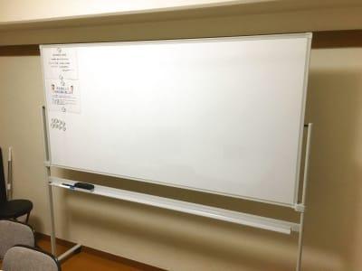 こちらのホワイトボードをご用意しています。 - YK会議室吉祥寺 YK会議室吉祥寺303の設備の写真