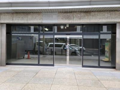 スペース入口前も広々としております。 - 谷口悦第二ビル オープンスペース 1階 多目的スペースの入口の写真