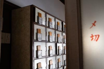 入口(靴箱) - レボン快哉湯 築90年元銭湯のレンタルスペースの入口の写真