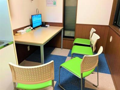 オフィスROSSO  江古田店 ワークスペースの室内の写真