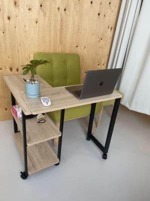 デクスが動くので、WEB会議や、リモートワークでも使用いただけます。 - レンタルスペース 多目的スペースの室内の写真