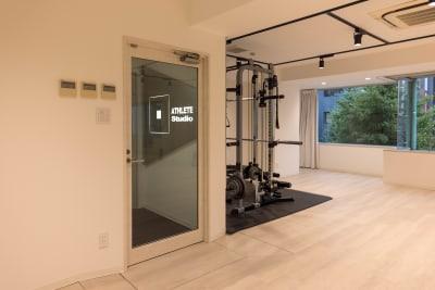 2021年6月に改装のキレイなスペースです - ATHLETE Studio レンタルスタジオの室内の写真