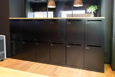 いいオフィス新大阪 大会議室の設備の写真