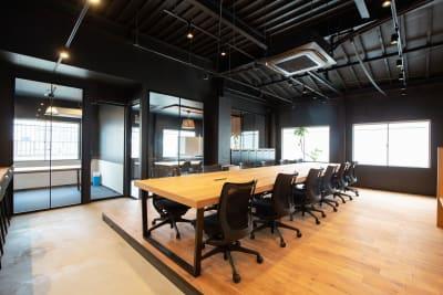 いいオフィス新大阪 コワーキングスペースの室内の写真