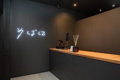 いいオフィス新大阪 コワーキングスペースの入口の写真