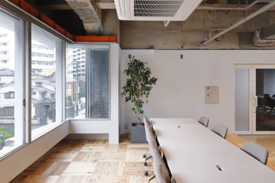 【会議スペース】 打合せや会議などもしていただけます。 - BOIL workの室内の写真