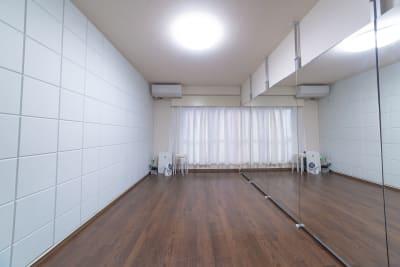 レンタルスタジオHIKARI新宿 ダンススタジオ、ヨガスタジオの室内の写真