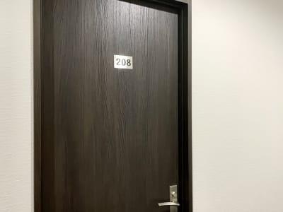 個室入口扉 - テレワークスペース個室 菊名 テレスペ菊名の室内の写真