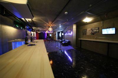 3eBAR 多目的イベントスペースの室内の写真