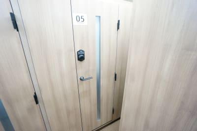 【個室型ワークブース鶴見】 個室型ワークブース鶴見No.5の室内の写真