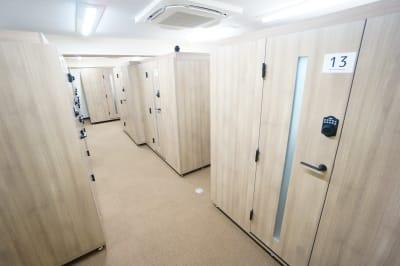 【個室型ワークブース鶴見】 個室型ワークブース鶴見No.10の室内の写真