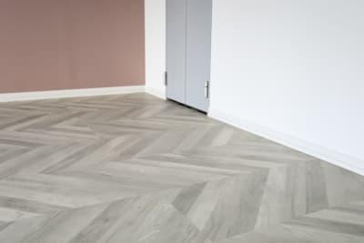 ヘリーボーン柄の床 - 代々木スタジオ 代々木/白壁/自然光撮影スタジオの室内の写真