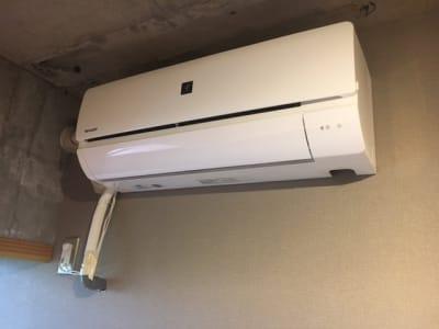 プラズマクラスター付きのエアコンです。この広さなら十分にウィルス除去効果が期待できます。 - レンタルオフィス【オフィス西片】 1号室の設備の写真