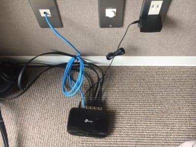 zoom会議で良好なネット環境をお求めの場合、有線LANはご自由にお使いください。 - レンタルオフィス【オフィス西片】 1号室の設備の写真