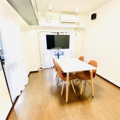 セミナーや研修、少人数での講演会などでもご利用ください。 - 多目的ビジネススペース カベリ天神南店の室内の写真