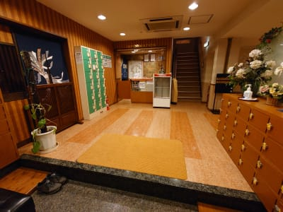萃豊閣温泉 2階大広間 旧旅館施設の大広間の入口の写真