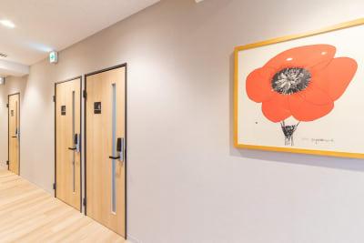 廊下。4号室です。 - テレワークスペース個室 池袋 テレスペhos池袋の入口の写真