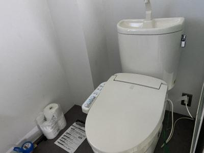 トイレ ※簡易設置してあるトイレです。 - BUSHIZO上野不忍池スペース 撮影用、会議用スペースの室内の写真