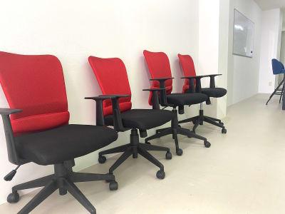撮影スタッフの椅子 - BUSHIZO上野不忍池スペース 撮影用、会議用スペースの室内の写真