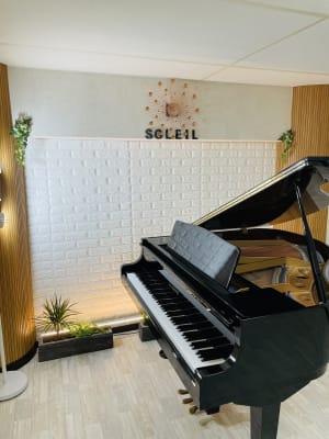 Aルーム ピアノ  グランドピアノ(KAWAI) 3本ペダル - ソレイユサロン西鉄久留米 Aルーム (グランドピアノ有)の室内の写真