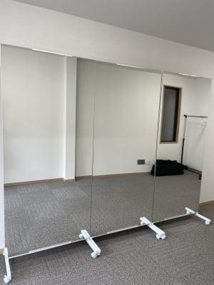 鏡ご利用の際にはメッセージにてご連絡ください。 - 多目的スペース「プロジェクト」 駅前レンタルスタジオの設備の写真