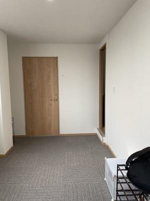 5階入口を入ると 右側に501号室のドアがあります。 - 多目的スペース「プロジェクト」 駅前レンタルスタジオの入口の写真