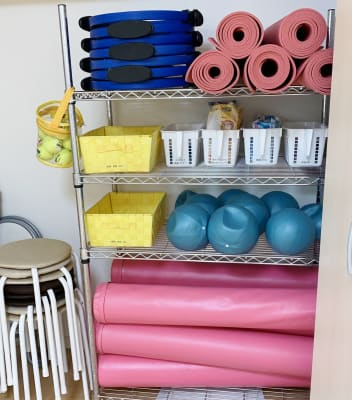 ストレッチポール、エクササイズボール、セラバンド、有料 - レンタルスペース Mermaid (ルームC)15畳フローリングの設備の写真