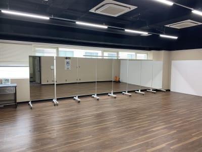 キャスター鏡 - THビル2階B+Eルーム 多目的スペース(会議、ダンス等)の設備の写真