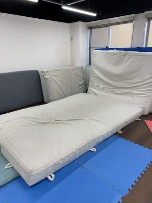体操マット - THビル2階B+Eルーム 多目的スペース(会議、ダンス等)の設備の写真