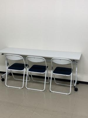 長机と折りたたみ椅子 - THビル2階B+Eルーム 多目的スペース(会議、ダンス等)の設備の写真