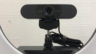 HD WEBCAM EMEET C960、リングライトのスマホ用アタッチメントを外してマウントできます - お気軽会議室 リバティ本町 梅田から3駅/HD WEBカメラの設備の写真