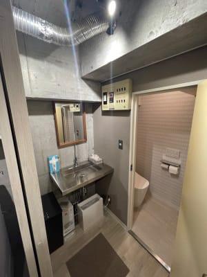 新品タンクレストイレとお湯の出るイケてる洗面台♪ - レンタルオフィス【オフィス西片】 1号室の室内の写真